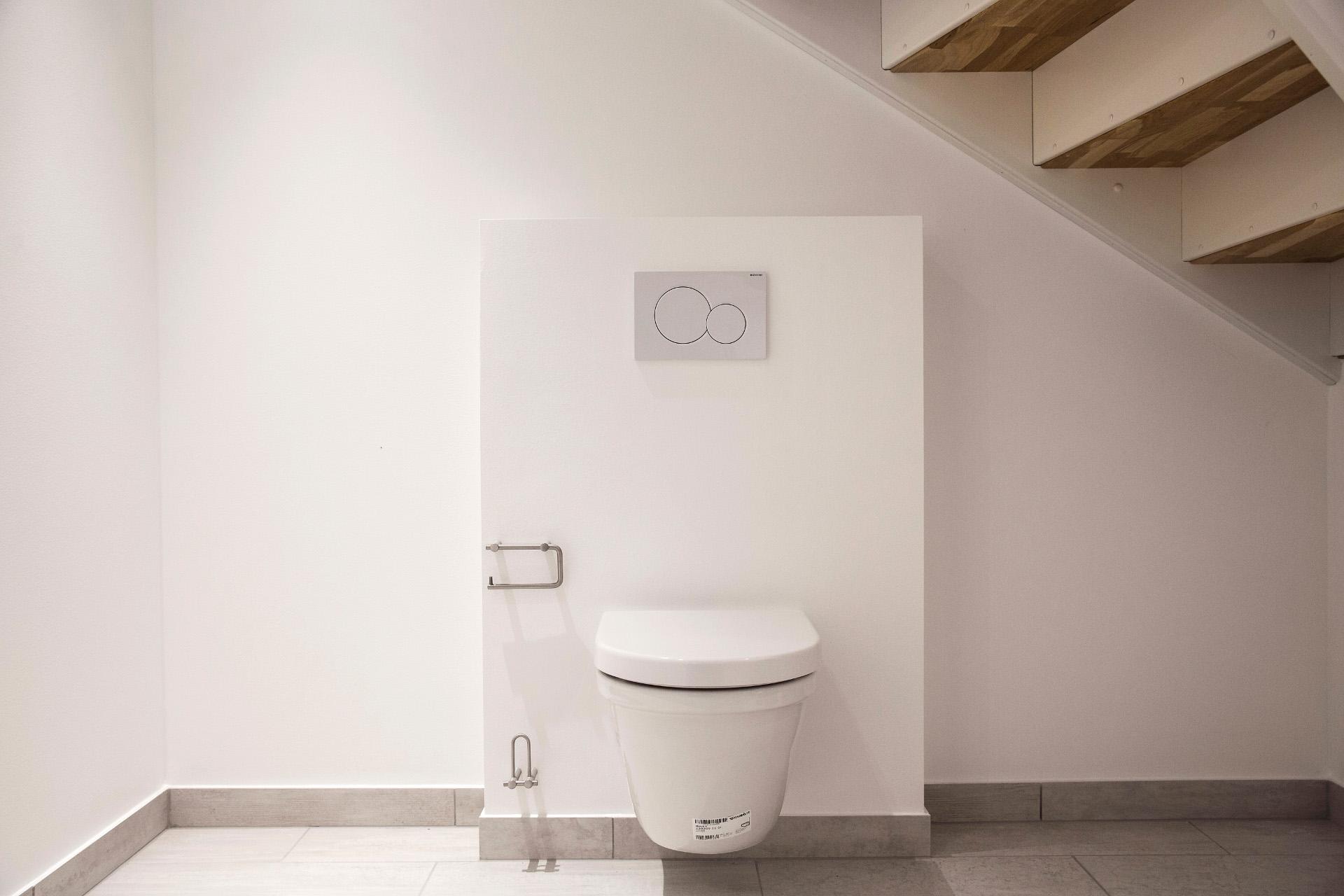 Taghusene toilet